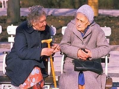 Risultati immagini per due donne che parlano