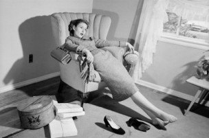 Risultati immagini per ricca signora stanca sulla poltrona